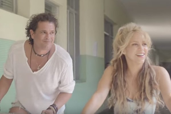 Shakira y Carlos Vives en los AMAs