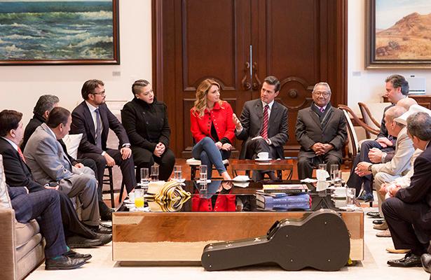 Dialoga Peña Nieto con compositores