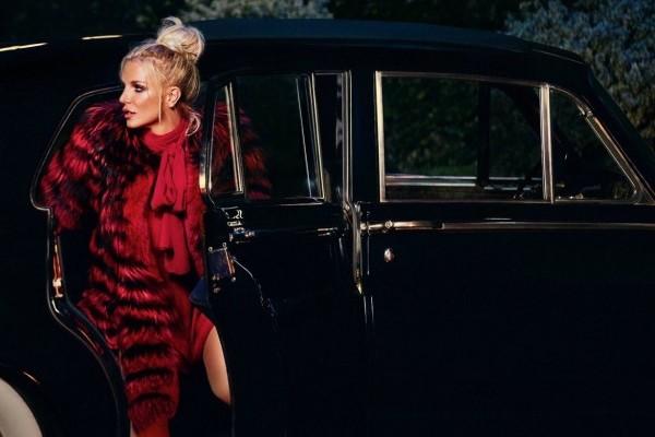 "Britney Spears estrena video de ""Slumber Party"""
