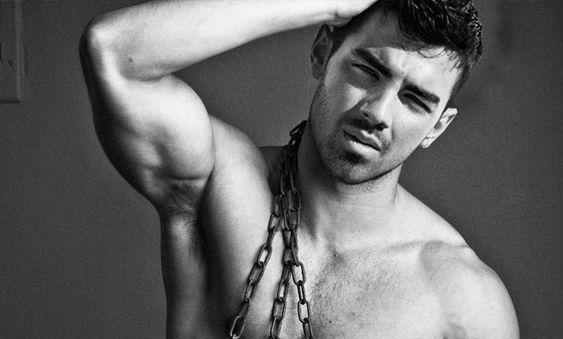 Joe Jonas para Pride Source