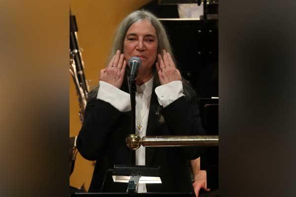 Patti Smith olvida letra en ceremonia del Nobel