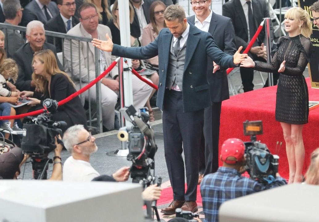 Ryan Reynolds devela estrella en el Paseo de la Fama