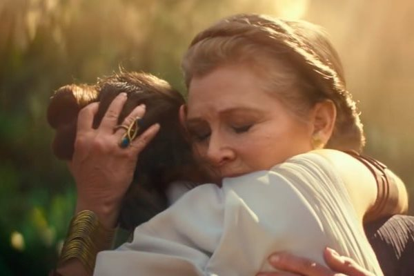 El abrazo entre Carrie Fisher y Daisy Ridley